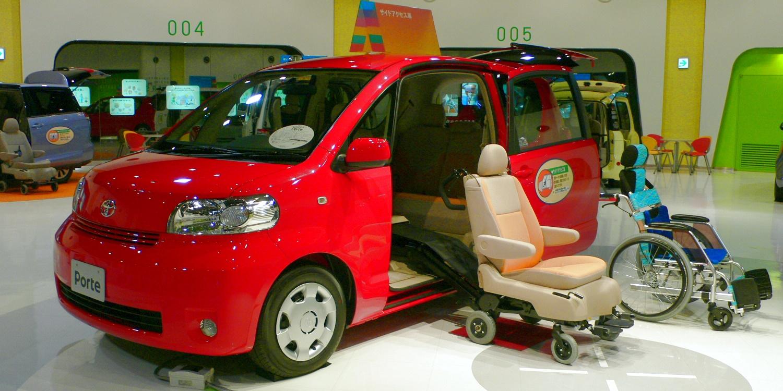 ואן מונגש למשתמש כיסא גלגלים ממונע | צילום: הדמיה