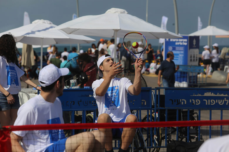 טניס בכיסא גלגלים בהפנינג בנמל תל אביב 'להרגיש נגישות' | צילום: ליאור סביליה