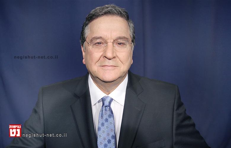 """""""העיתונאי יעקב אחימאיר מגיש תכנית """"רואים עולם"""" יומן החוץ של הטלוויזיה הישראלית"""