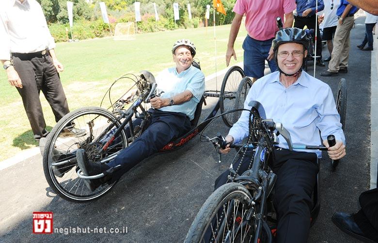 שר התיירות וראש עיריית תל אביב-יפו חונכים מרכז האופניים הראשון בישראל לבעלי צרכים| צילום: כפיר סיון
