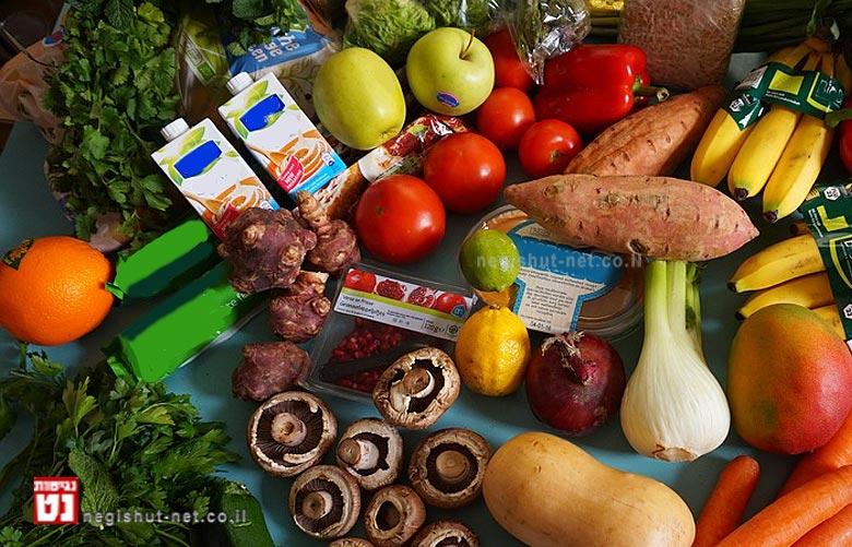 הפירות והירקות עשירים גם בויטמינים ומינרלים וכן מכילים כמות גדולה של נוזלים