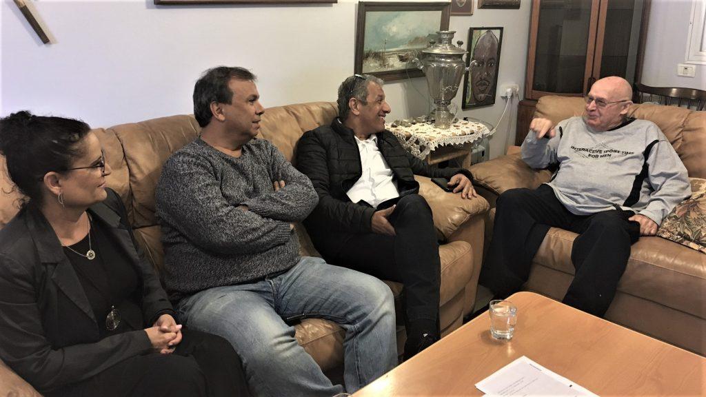 """הביקור בביתו של גבריאל פרידמן של """"שירות עד הבית"""" ומר מאיר יצחק הלוי, ראש עירית אילת"""