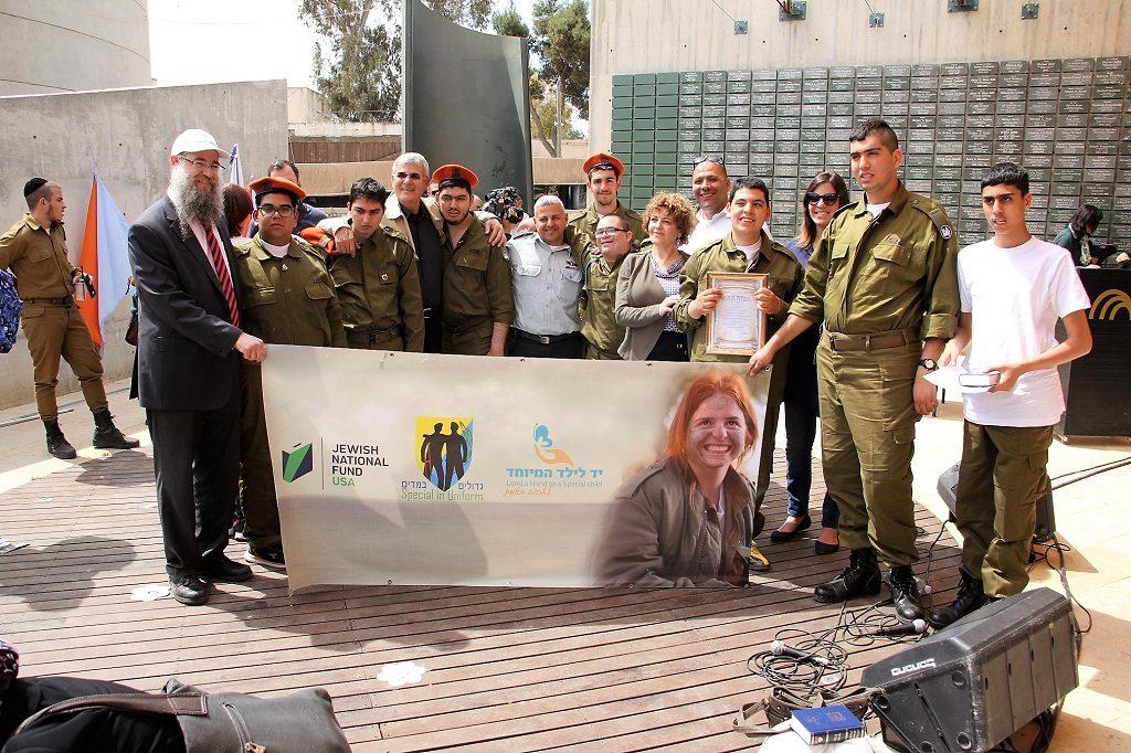 11 הושבעו לצבא הגנה לישראל, 11 צעירים עם צרכים מיוחדים המשתתפים בתכנית גדולים במדים