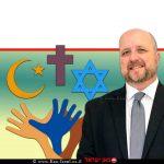 אברמי טורם, נציב שוויון זכויות לאנשים עם מוגבלות במשרד המשפטים, ברקע סימני דת; יהודי, איסלמי, נוצרי ודרוזי | צילום: depositphotos.com | עיבוד ממחושב: שולי סונגו©